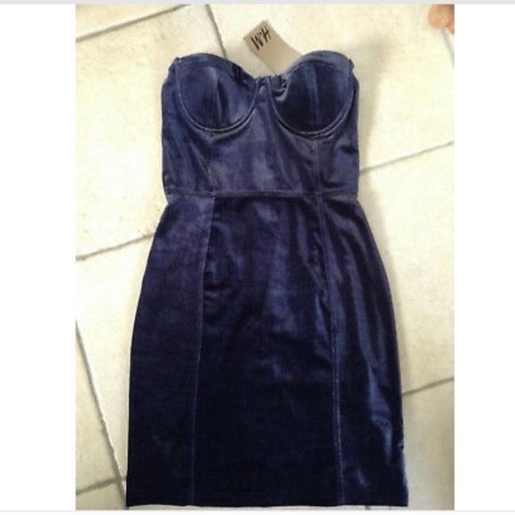 H&M Dresses & Skirts - A gorgeous strapless blue navy velvet blue dress